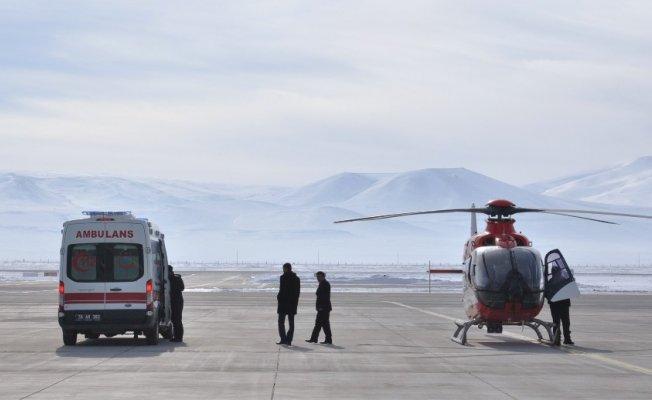 Kars'ta erken dünyaya gelen bebek İçin Ambulans Helikopter Devrede