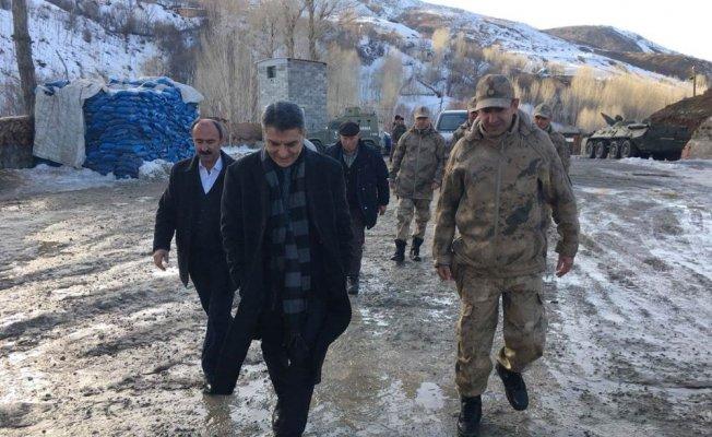 Tatvan Kaymakamı Mehmet Ali Özkan'dan karakol ve polis noktasına ziyaret