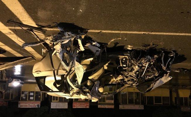 Lüks cip ile kamyon çarpıştı: 1 ölü, 5 yaralı