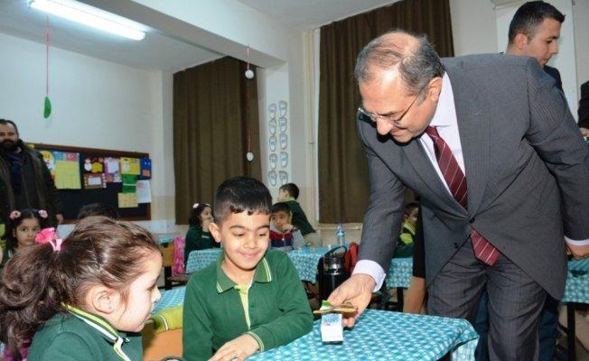 Malatya'da okullarda süt dağıtımı yapıldı