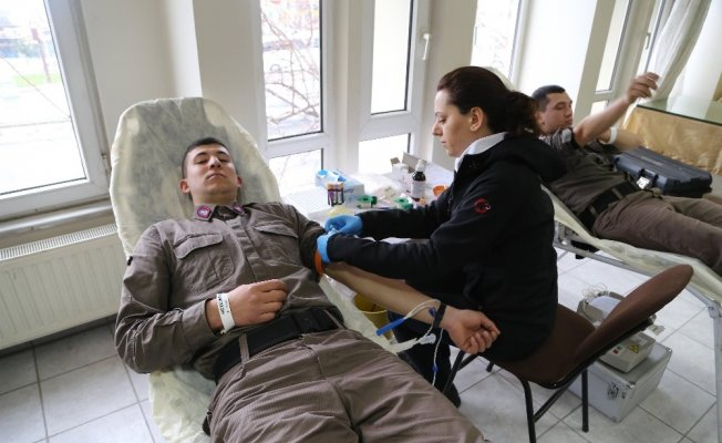 Mehmetçik'ten silah arkadaşlarına kan desteği