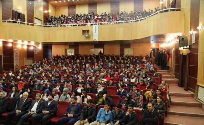 Öğrencilere 'Başarıya Gülümse' konferansı
