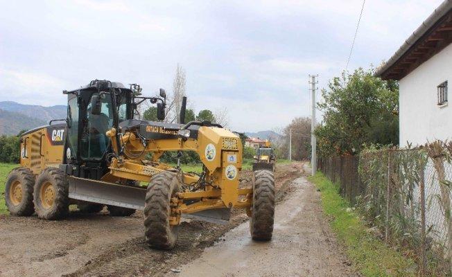 Ortaca Belediyesi kendi ürettiği malzemelerle asfaltlama çalışmalarına devam ediyor