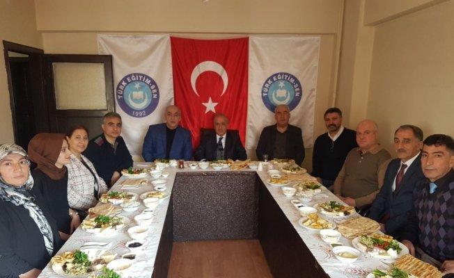 Rektör Çomaklı'dan Türk Eğitim Sen'e ziyaret