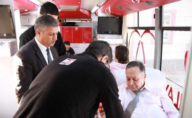 Van'da Sağlıkçılardan kan bağışı