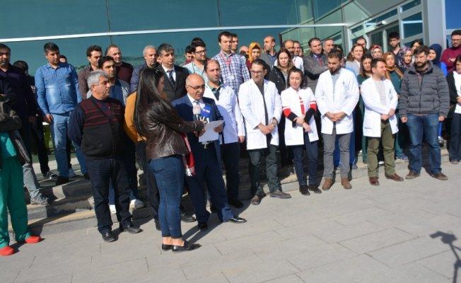 Bitlis Tatvan'da bir doktor darp edildi