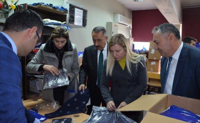 Tatvan'daki öğrencilere giyim yardımı