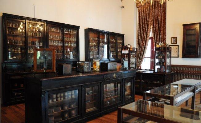Türkiye'nin ilk eczacılık tarihi müzesi İstanbul Üniversitesi'nde açılıyor