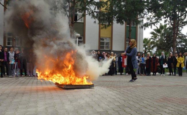 Üniversite öğrencilerine deprem ve yangın tatbikatı
