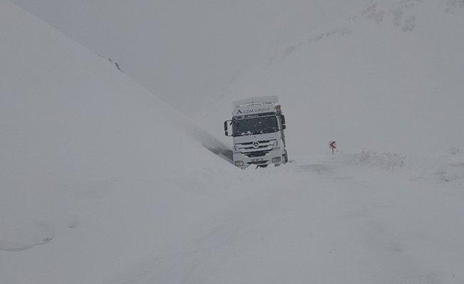 Van- Bahçesaray yolunda karla mücadele