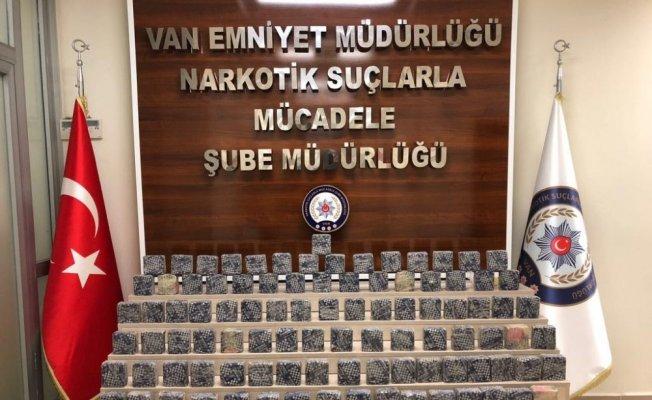 Van'da yol taramasında 57 kilo eroin ele geçirildi