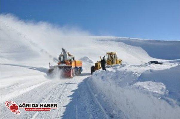 Van'da kar yağışı 39 yerleşim yerinin yolunu kapattı