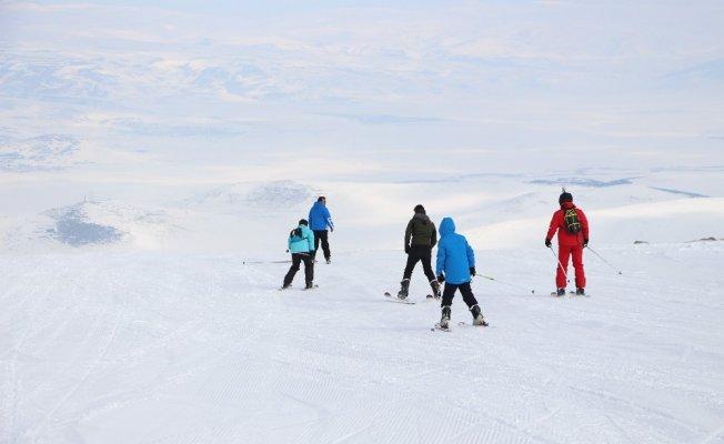 Yalnızçam'da kristal kar üzerinde kayak keyfi
