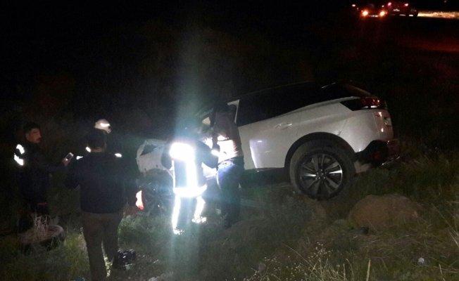 3 araç birbirine girdi: 8 yaralı