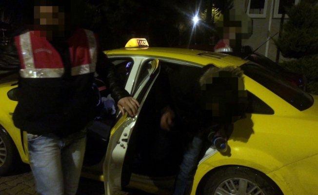 4 kişilik taksiden 9 mülteci çıktı