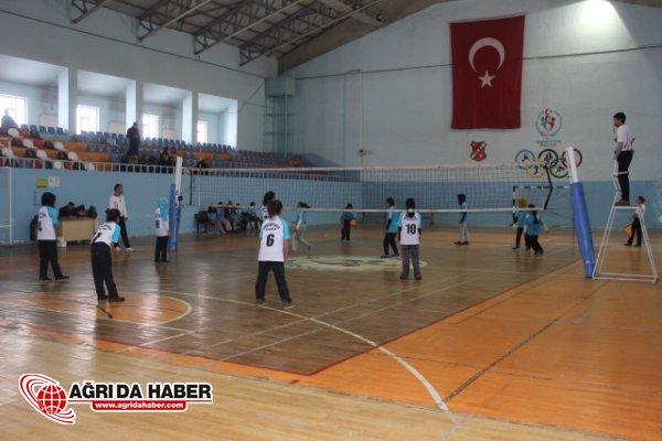 Ağrı'da Yıldızlar Voleybol Finalleri Yapıldı