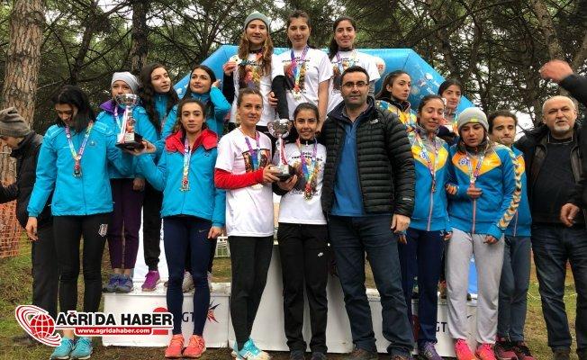 Ağrı İbrahim Çeçen Üniversitesi'nden Kros Şampiyonasında Büyük Başarı