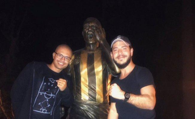 Alex'ten heykeline ziyaret