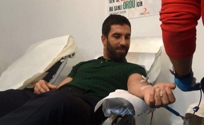 Arda Turan Mehmetçik'e kanıyla destek verdi