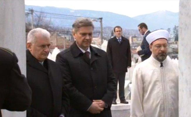 Başbakan Yıldırım Kovaçi Şehitliği'ni ziyaret etti