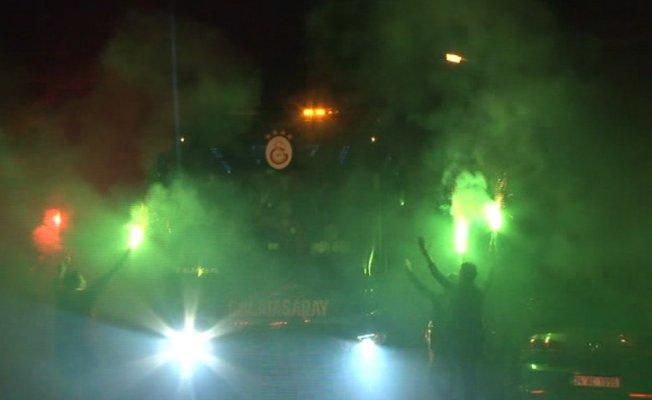 Derbi sonrası Galatasaray'a coşkulu karşılama