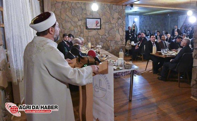 """Diyanet İşleri Başkanı Erbaş: """"İhtilaflı konuları ekranlara taşıyan hocalar ve medya vebal altındadır"""""""