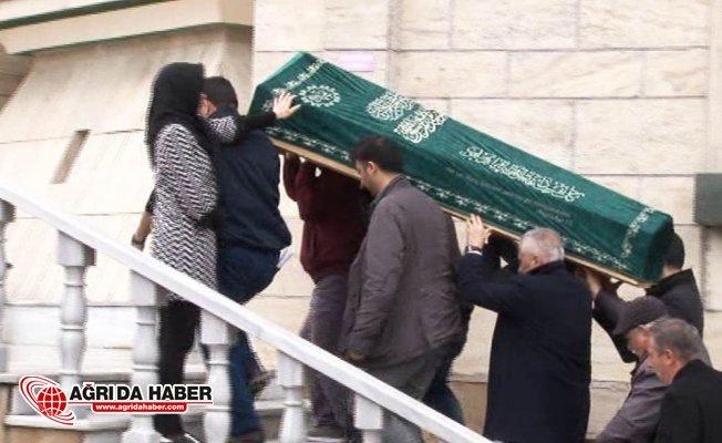 Düşen Türk jetinin kabin memuru Eda Uslu son yolculuğuna uğurlanıyor