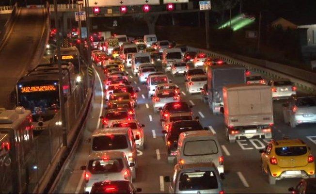 E-5'te trafik kilitlendi