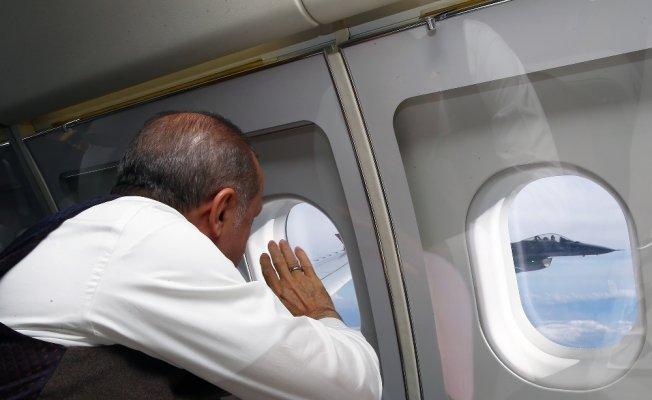 Erdoğan F-16 pilotlarını havada böyle selamladı