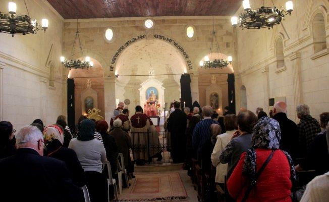 Ermeniler Hatay'da 'isim günü' ayininde buluştu