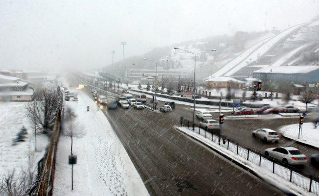 Erzurum'da kar kalınlığı 20 santimetreye ulaştı