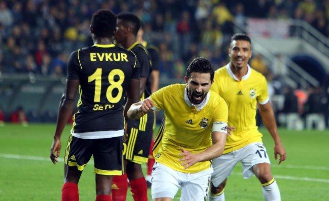 Fenerbahçe derbi öncesi moral arıyor
