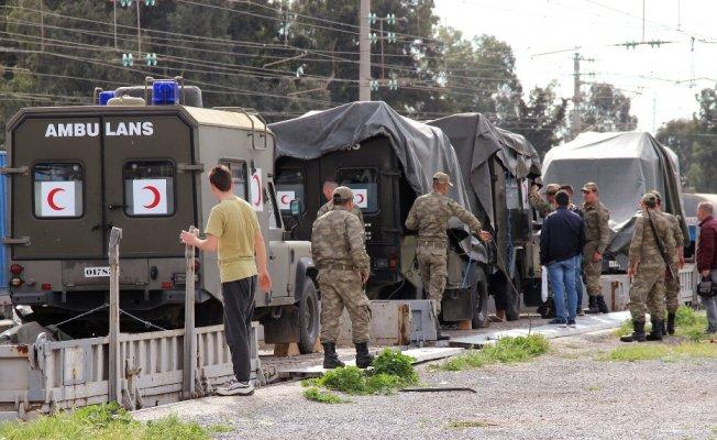 Hatay'da sınıra askeri sevkiyat sürüyor
