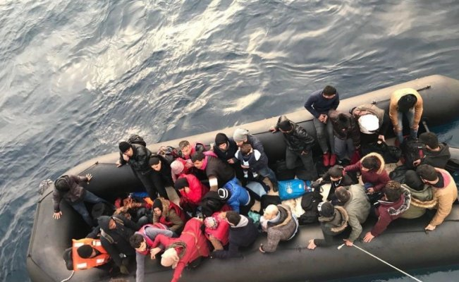 İzmir'de 64 kaçak göçmen yakalandı