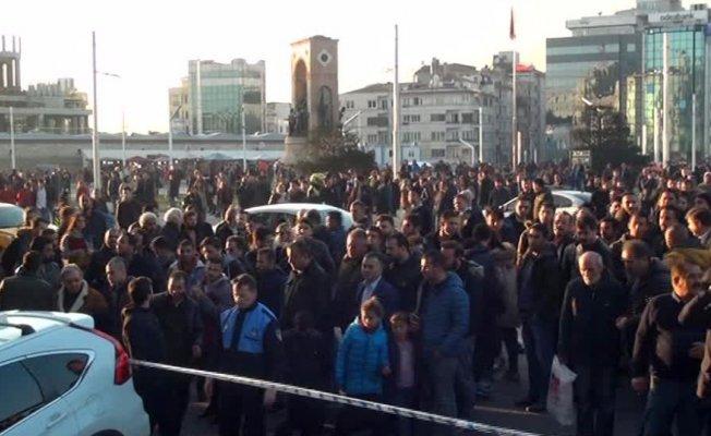 Taksim'den silah sesleri yükseldi