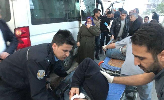 Yolcu otobüsüyle kamyon çarpıştı: 1 ölü, 36 yaralı