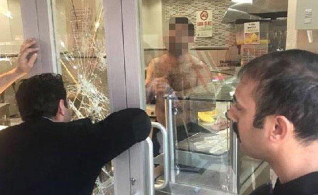 İstanbul'da Bir Şahıs Börekçide 2 Kişiyi Rehin Aldı