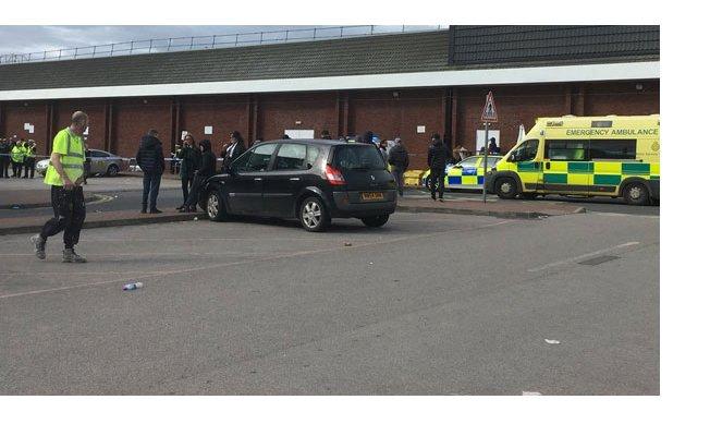 Manchester'da bir araç kalabalığa daldı!