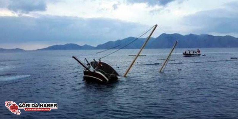 Muğlada Tekne Suya Battı