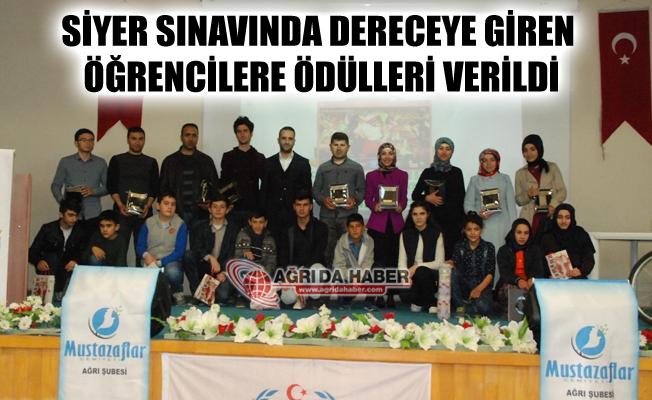 Siyer Sınavında Dereceye Giren Öğrencilere Ödülleri Verildi