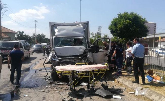 Zincirleme kazada 6 araç birbirine girdi