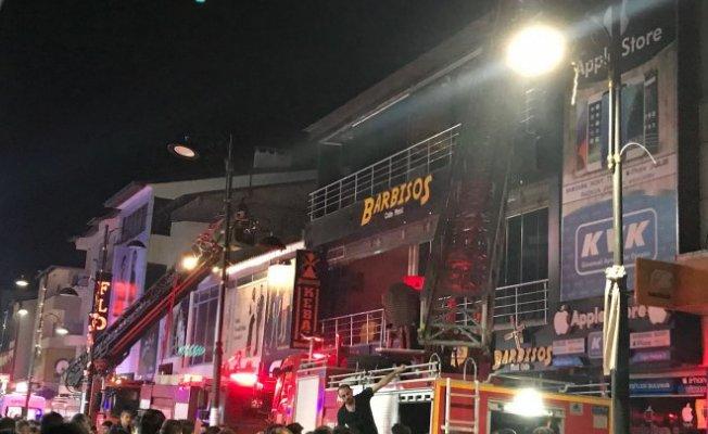 Ağrı Cumhuriyet Caddesinde Korkutan yangın