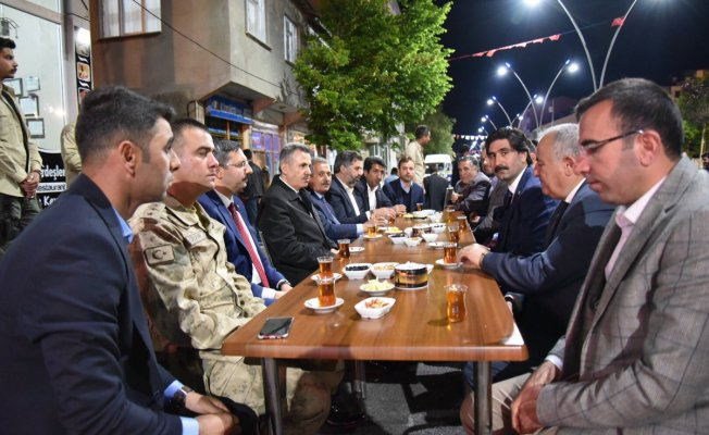 Ağrı Valisi Süleyman Elban Taşlıçay'da Vatandaşlarla İftar Yaptı