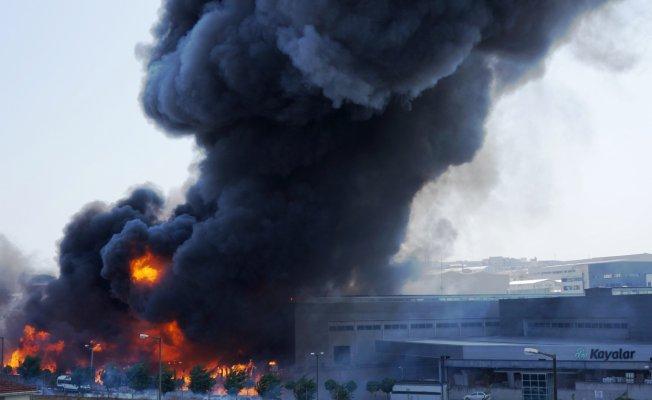 Gaziosmanpaşa'da Fabrikada Yangın