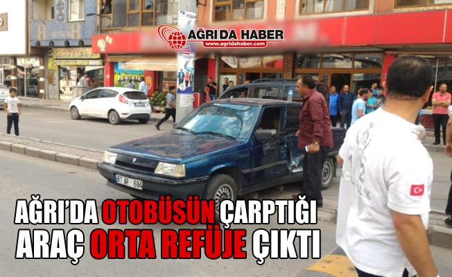 Ağrı'da Halk Otobüsünün Çarptığı Araç Orta Refüje Çıktı