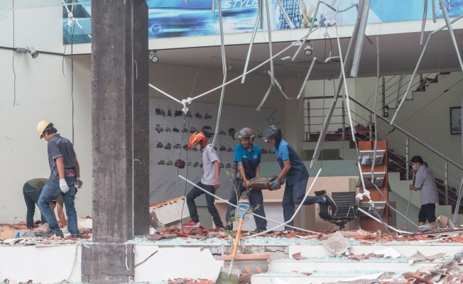 Endonez'ya da Deprem Bilançosu Yükseliyor