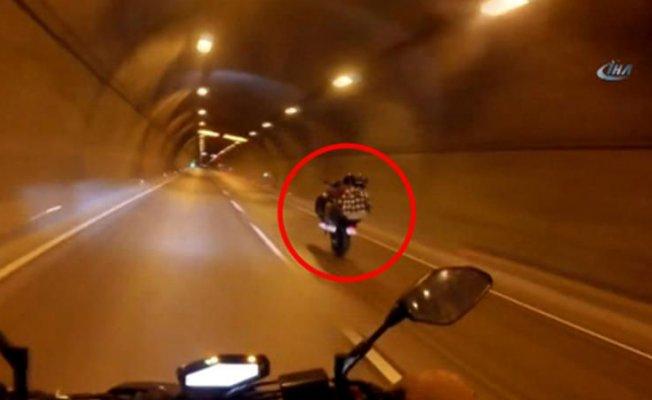 İstanbul'da Tek Teker Yapan Motorcu Kaza Yaptı