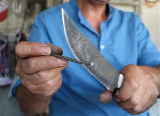 Sivaslı Usta Demir Kesen Bıçak Yaptı