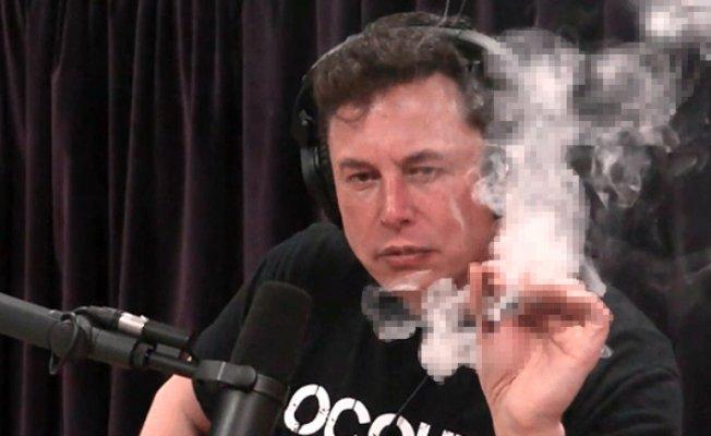 Tesla'nın CEO'su Musk Canlı Yayında Esrar İçti!