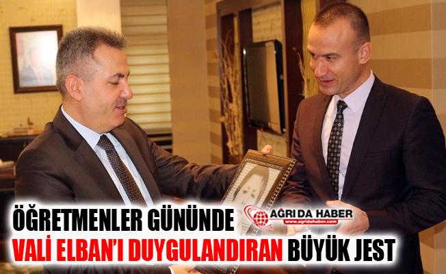 Öğretmenler Gününde Vali Elban'ı Duygulandıran Jest
